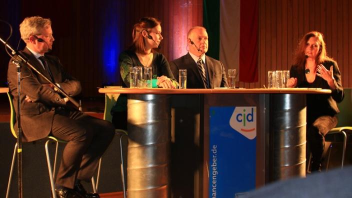 Das Panel Moderatorin A. Passenheim, Dr. A. Denison, L. Neunnkirchen, Dr. N. Röttgen
